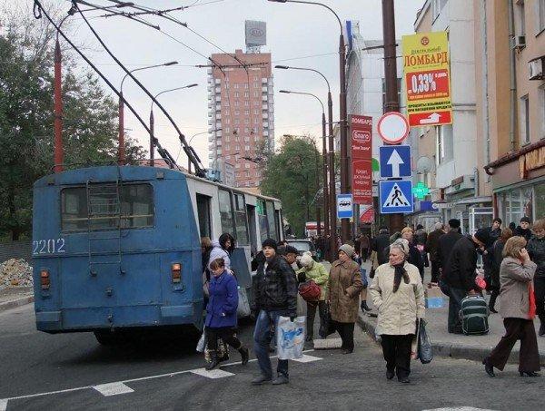 После завершения реконструкции в центре Донецка троллейбусы стали двигаться по новому маршруту (фото), фото-4