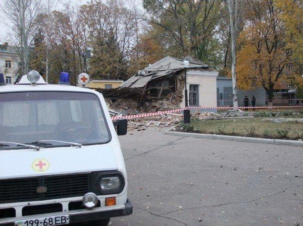 В Донецке начали расчищать завалы после страшного взрыва, уничтожившего морг (фото), фото-1