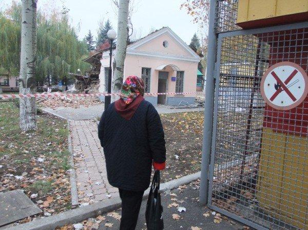 В Донецке начали расчищать завалы после страшного взрыва, уничтожившего морг (фото), фото-3
