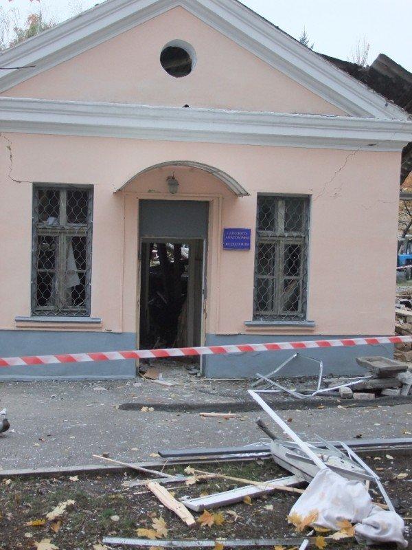 В Донецке начали расчищать завалы после страшного взрыва, уничтожившего морг (фото), фото-4