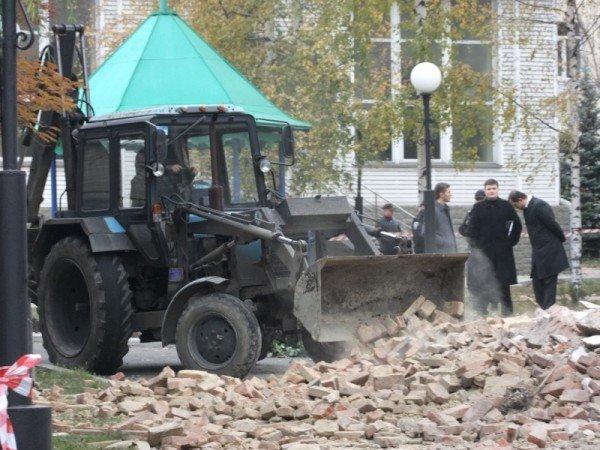 В Донецке начали расчищать завалы после страшного взрыва, уничтожившего морг (фото), фото-5