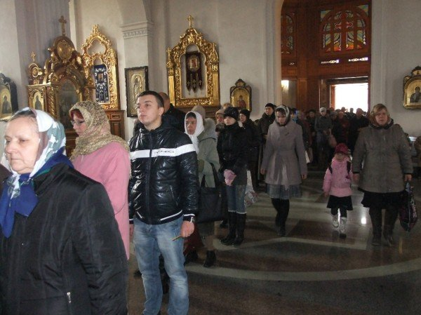 Тысячи дончан пришли поклониться мощам Иоанна Крестителя и Николая Чудотворца (фото), фото-1