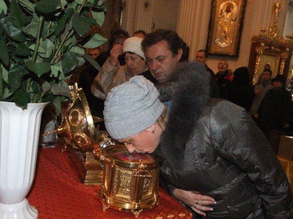 Тысячи дончан пришли поклониться мощам Иоанна Крестителя и Николая Чудотворца (фото), фото-2