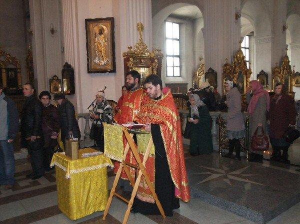 Тысячи дончан пришли поклониться мощам Иоанна Крестителя и Николая Чудотворца (фото), фото-3
