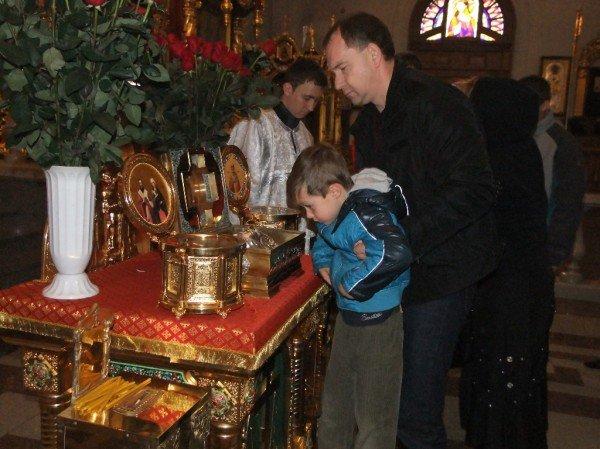 Тысячи дончан пришли поклониться мощам Иоанна Крестителя и Николая Чудотворца (фото), фото-4