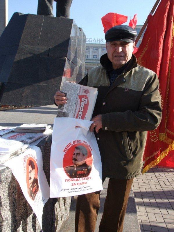 Коммунисты продавали в Донецке Сталина для «своих» за пять гривен, а для регионалов в два раза дороже (фото), фото-2