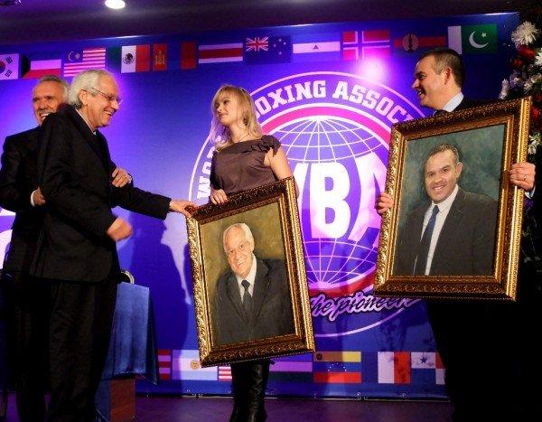 Президенту WBA подарили в Донецке его портрет и вышиванку (фото), фото-5