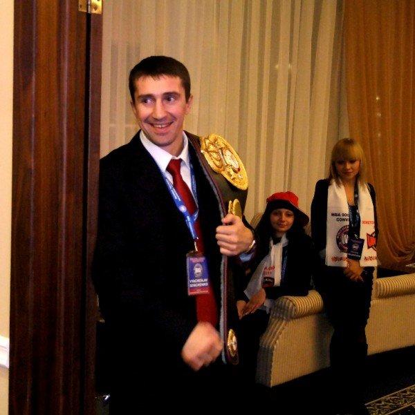 Президенту WBA подарили в Донецке его портрет и вышиванку (фото), фото-6