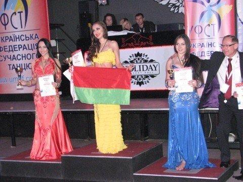 В Тернополі 500 дівчат виконали танець живота (фото, відео), фото-9