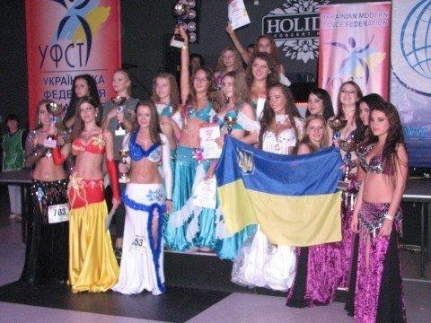 В Тернополі 500 дівчат виконали танець живота (фото, відео), фото-10