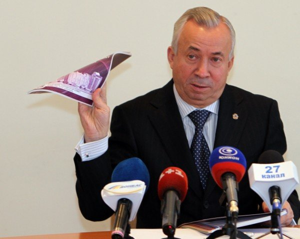 Мэр Донецка показал свою настольную книгу (фото), фото-1
