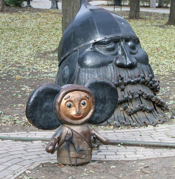 В центре Донецка вандалы устроили погром в Парке кованых фигур (фото), фото-2