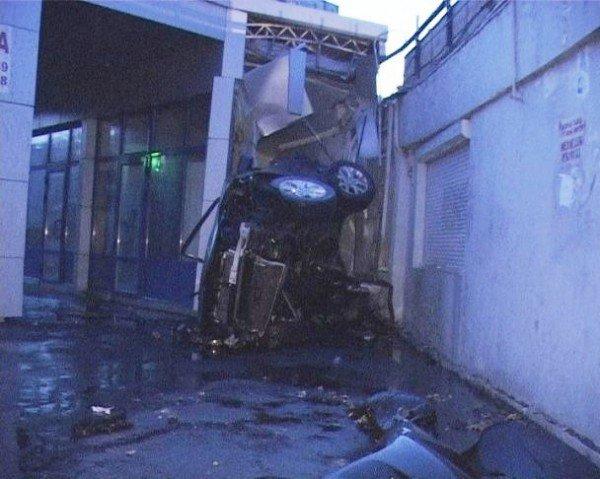 Mazda пішла юзом, а потім ...злетіла в повітря!, фото-3
