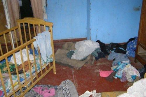 Трое малолетних детей сидели голодными в доме-сарае пока их мать пьянствовала с подругой  (ФОТО), фото-2