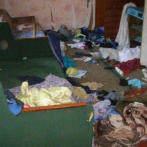 Трое малолетних детей сидели голодными в доме-сарае пока их мать пьянствовала с подругой  (ФОТО), фото-5
