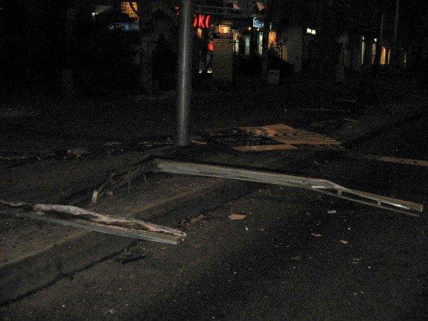В центре Донецка водитель «Лексуса» протаранил рекламный щит и сбежал с места ДТП (фото), фото-3