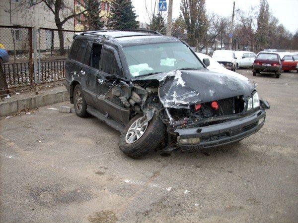 В центре Донецка водитель «Лексуса» протаранил рекламный щит и сбежал с места ДТП (фото), фото-4