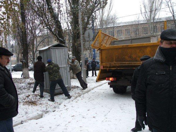 Чернобыльцы в Донецке продолжают голодовку и уже ставят палатки (фото), фото-3