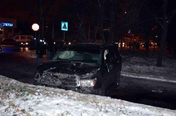 В Донецке «Тойота», выехав на пешеходный тротуар, сбила насмерть двух человек (фото), фото-1