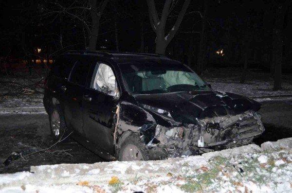 В Донецке «Тойота», выехав на пешеходный тротуар, сбила насмерть двух человек (фото), фото-2