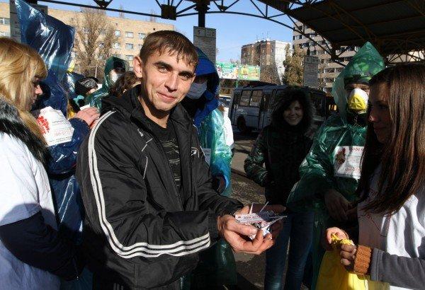 Как в Донецке сигареты меняли на чупа-чупсы (фото), фото-1