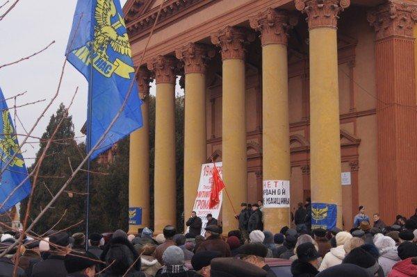 Две тысячи донетчан вышли на митинг, протестуя против закрытия стационарного отделения больницы (фото), фото-1