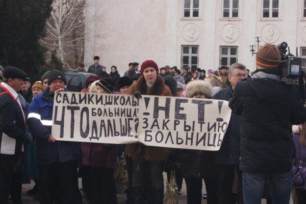 Две тысячи донетчан вышли на митинг, протестуя против закрытия стационарного отделения больницы (фото), фото-4