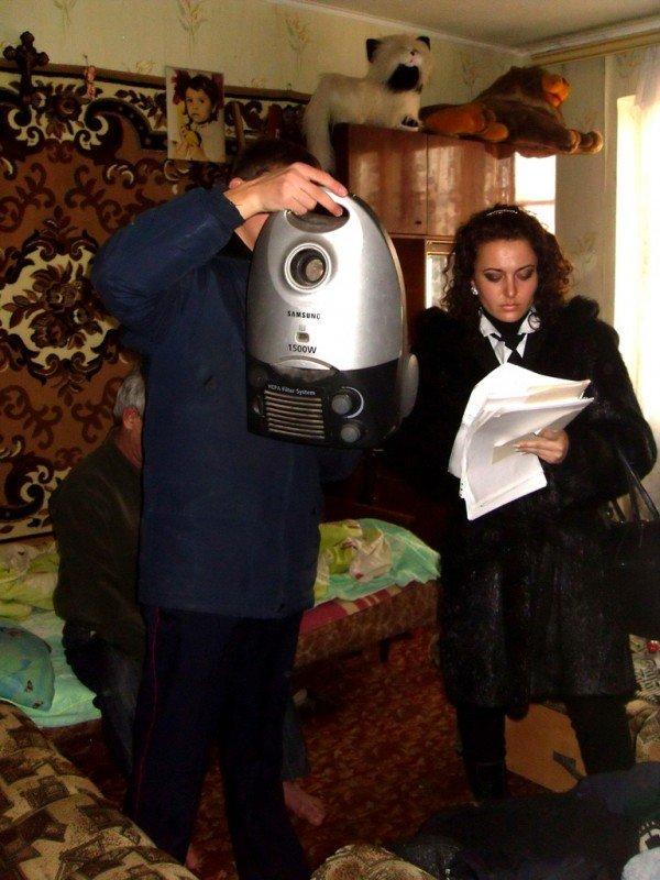 «Донецкгорводоканал»  за долги забирает у дончан телевизоры,  пылесосы и утюги (фото), фото-4