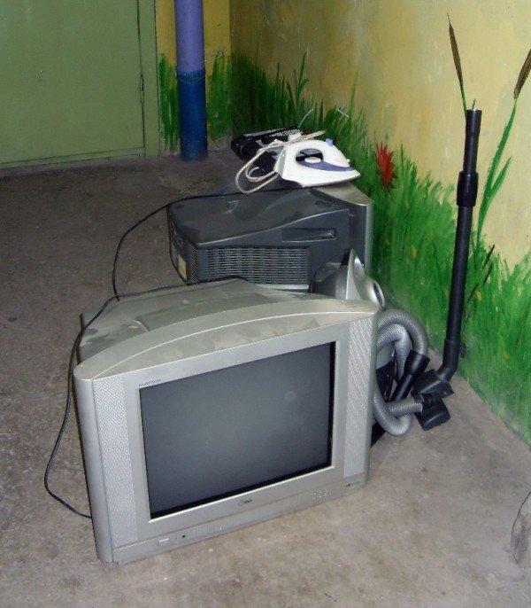 «Донецкгорводоканал»  за долги забирает у дончан телевизоры,  пылесосы и утюги (фото), фото-5