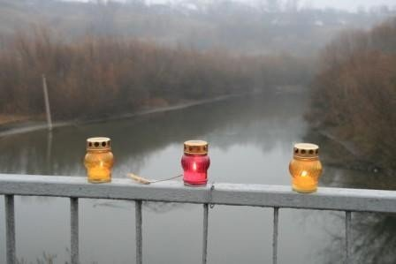 Тернопільщину та Хмельниччину поєднав cимволічний міст зі свічок (фото), фото-1