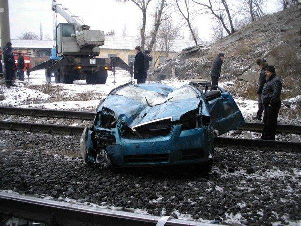 В Донецкой области «Шевроле» свалился с путепровода на железную дорогу — погиб водитель (фото), фото-1
