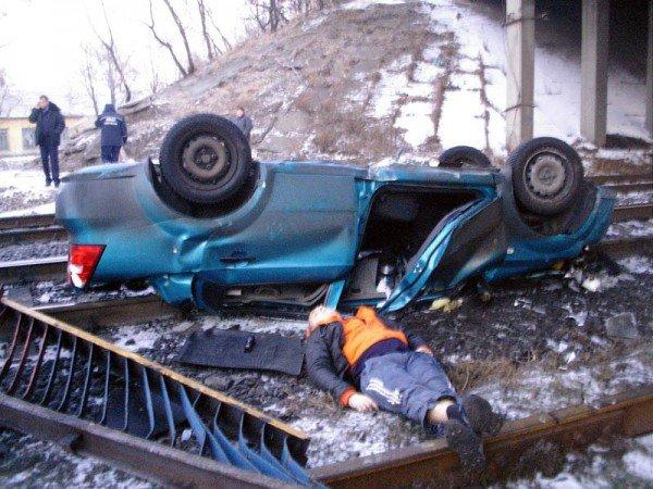 В Донецкой области «Шевроле» свалился с путепровода на железную дорогу — погиб водитель (фото), фото-2
