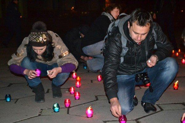 ФОТОРЕПОРТАЖ:Запорожцы свечами выложили слово «убийцы» под обладминистрацией, фото-1