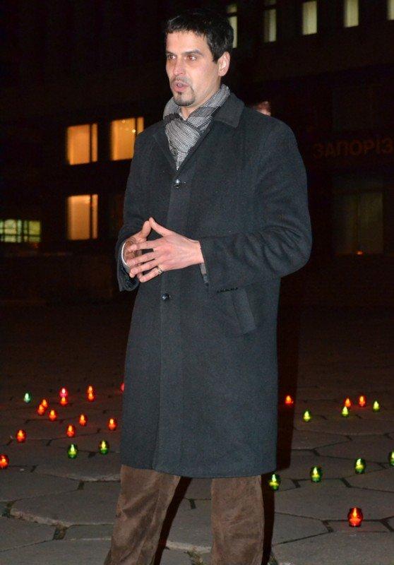 ФОТОРЕПОРТАЖ:Запорожцы свечами выложили слово «убийцы» под обладминистрацией, фото-4