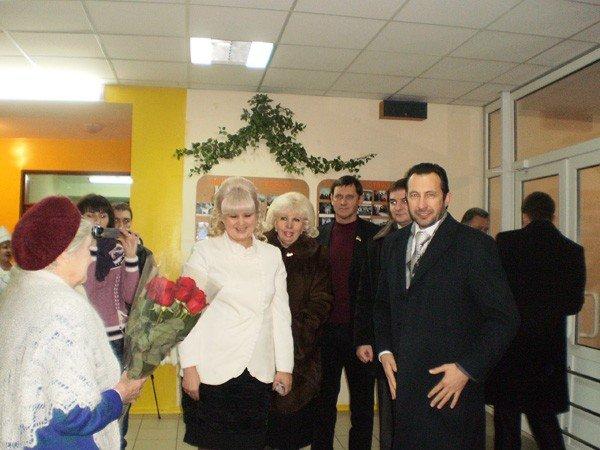 Представители облсовета подарили горловским инвалидам домашний кинотеатр, фото-3
