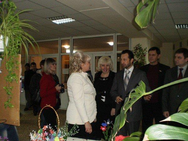 Представители облсовета подарили горловским инвалидам домашний кинотеатр, фото-4