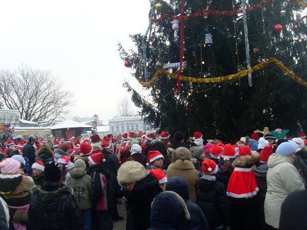 В Ужгороді  для головної новорічної ялинки відберуть найкращі іграшки, фото-1