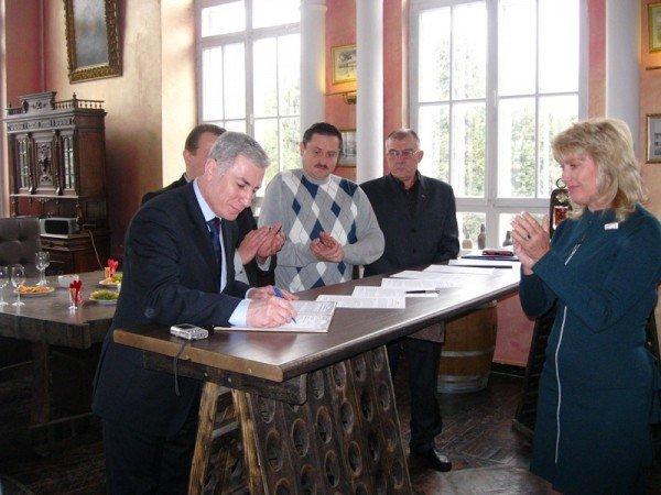 Представители региональных телерадиокомпаний Украины подписали соглашение о сотрудничестве с Советом мэров Большой Ялты, фото-1