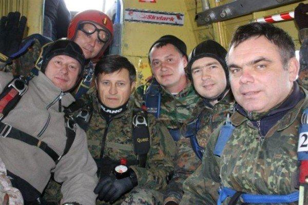 Крымский министр выпрыгнул из самолета (ФОТО), фото-2