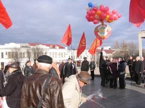 В Симферополе улетел в небо герб СССР (фото), фото-2