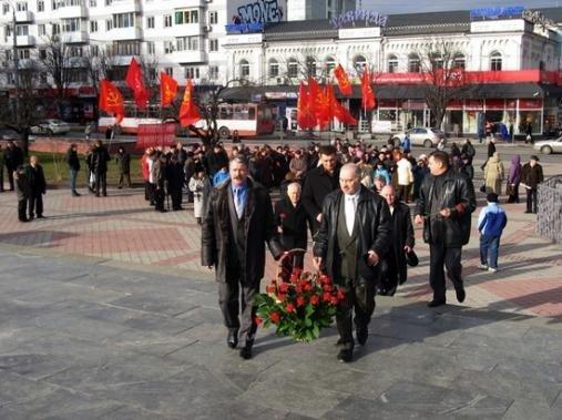 В Симферополе улетел в небо герб СССР (фото), фото-1