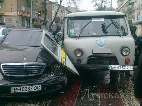 Священик на Mercedes 500SL поспішав на службу і скоїв ДТП (фото), фото-1