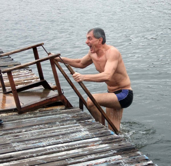 Донецкие «моржи» вынуждены купаться в «теплой» январской воде (фото), фото-2