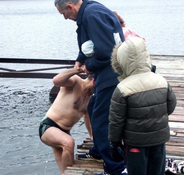 Донецкие «моржи» вынуждены купаться в «теплой» январской воде (фото), фото-3