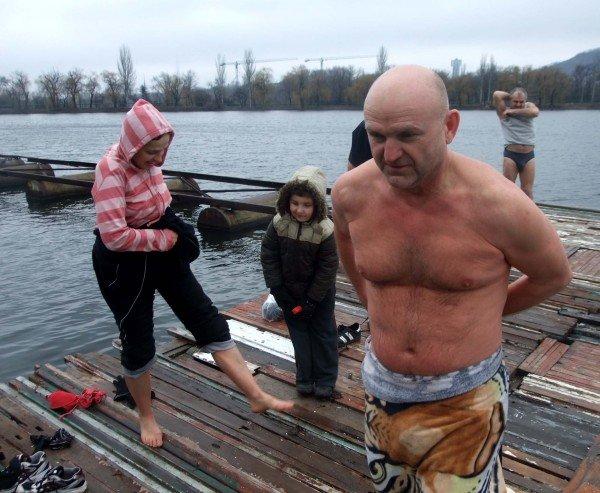 Донецкие «моржи» вынуждены купаться в «теплой» январской воде (фото), фото-5