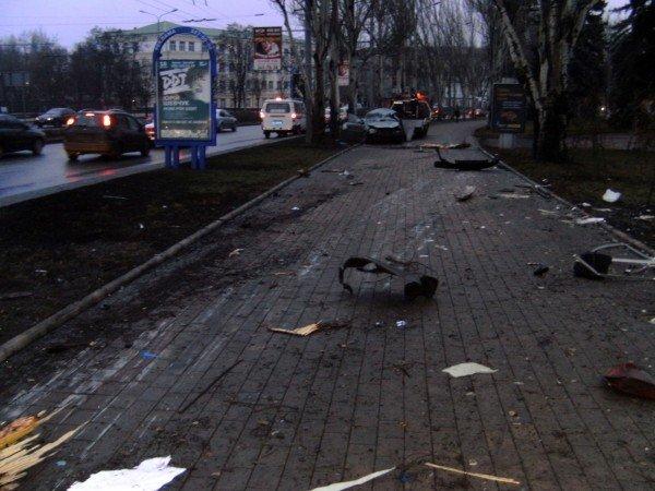 Оставшихся в живых пассажиров «Шевроле» пришлось «выковыривать» после жуткого ДТП в центре Донецка (фото), фото-4