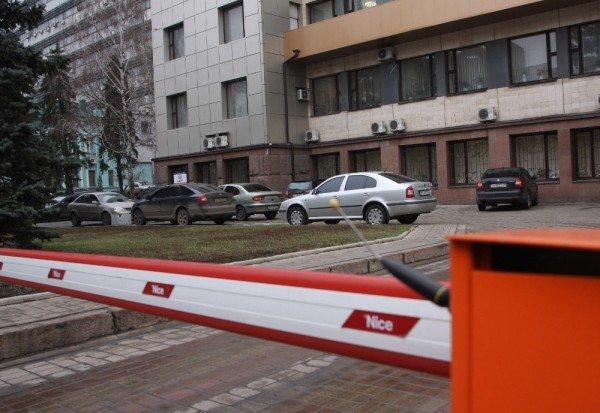 В Донецке парковщики не имеют права блокировать выезд машины, оставшись без оплаты, фото-1