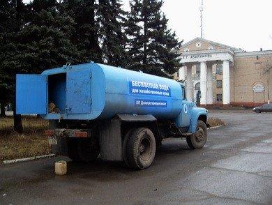 Поселок в Донецке остался без воды — всем желающим предлагают утолить жажду из цистерны (фото), фото-1