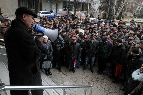 Донецкие чернобыльцы вновь требуют к себе Азарова, который «украл» их пенсии (фото), фото-3