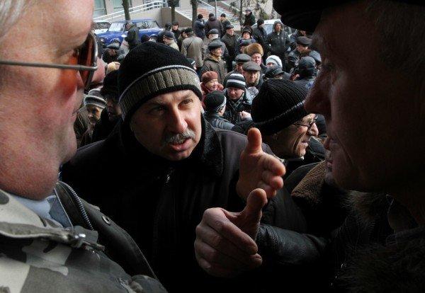 Донецкие чернобыльцы вновь требуют к себе Азарова, который «украл» их пенсии (фото), фото-2